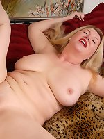 Blonde mature enjoys rough finger fucking on cam